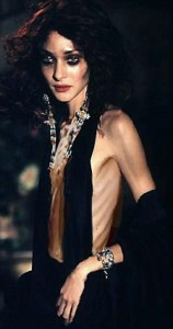 Pastaruoju metu dizaineriai savo kūrinius patikėtadvo demonstruoti anoreksiškom gražuolėms.