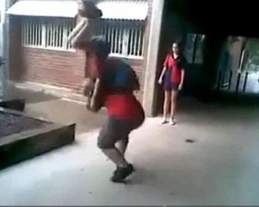 Šios dviejų Australijos berniūkščių grumtynės tapo žinomos visame pasaulyje.