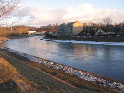 Kai kur upės pakrantė atrodo visai žaviai.